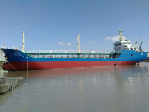 882t oil tanker for sale